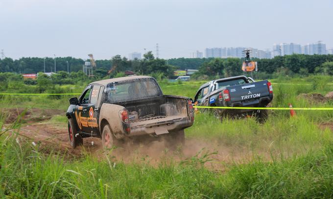 Offroad racing kicks up dirt in Hanoi - 2