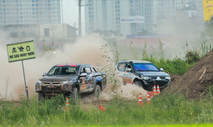 Offroad racing kicks up dirt in Hanoi - 1