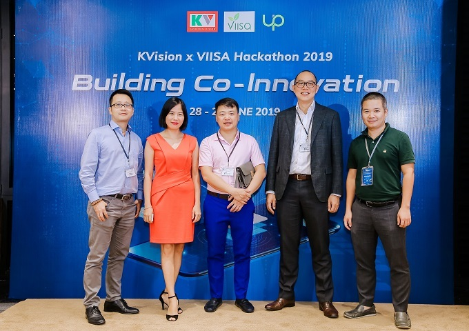 From left: Nghiem Thanh Son, senior deputy director general of the State Bank of Vietnam's (SBV) Payment Systems Department and vice chairman of SBV Fintech Steering Committee; Duong Nguyen, partner, EY Vietnam; Nguyen Hoa Binh, chairman, NextTech; Chat Luangarpa, first senior vice president, KASIKORNTHAI BANK PCL. and director, KVision Duc Tran, CEO, VIISA