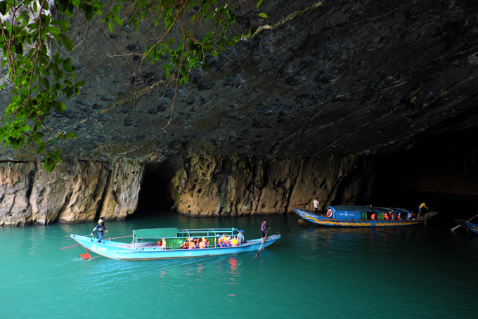 Tourists visit the Phong Nha-Ke Bang National Park, a world heritage site, by boat. Photo by Shutterstock/tieuhung