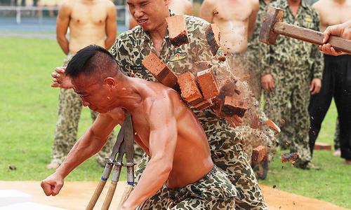 Vietnamese commandos undergo tough training
