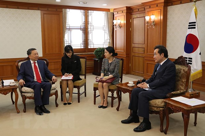Vietnams Minister of Public Security To Lam (L) meets with South Korean Prime Minister Lee Nak-yeon in Seoul, July 8, 2019. Photo by Vietnam News Agency/Manh Hung.