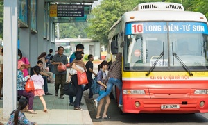 Hanoi buses struggle to compete with ride-hailing services