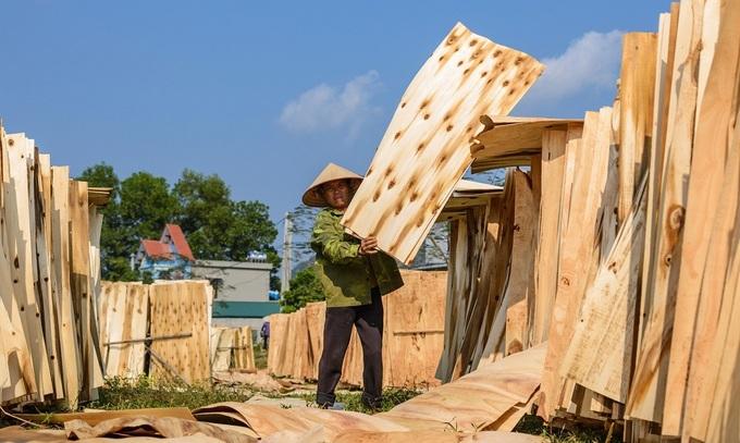 Origin fraud threatens duties on Vietnamese wood, seafood exports to US