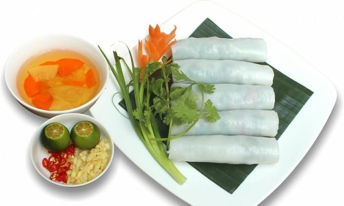 Pho rolls an attraction of Hanoi cuisine