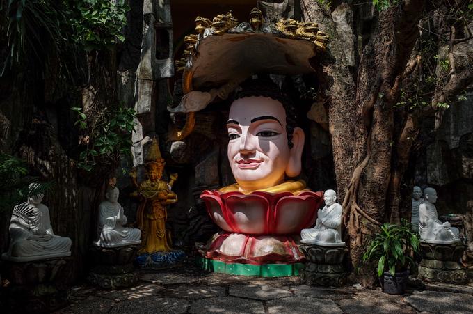 A Saigon pagoda truly open to sentient beings - no doors, no walls - 3