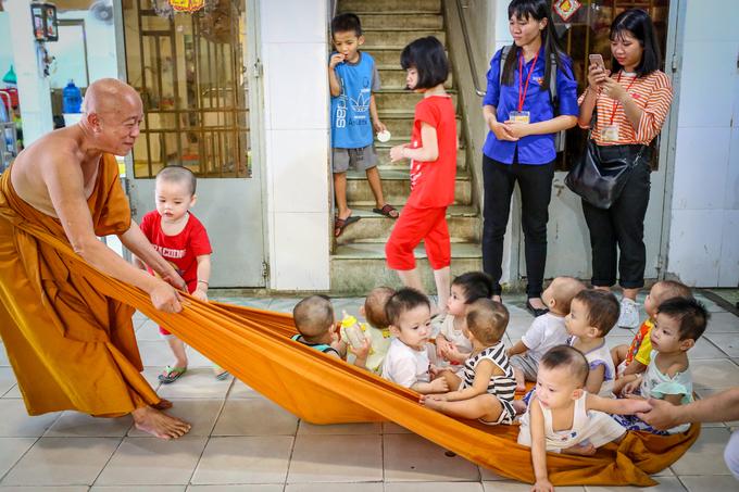 A Saigon pagoda truly open to sentient beings - no doors, no walls - 10