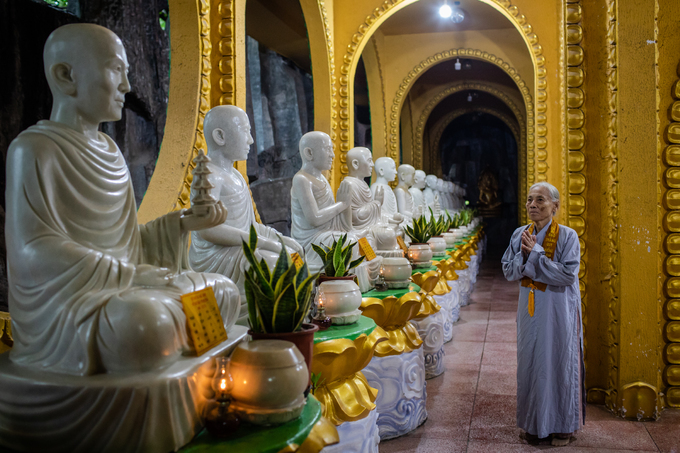 A Saigon pagoda truly open to sentient beings - no doors, no walls - 6
