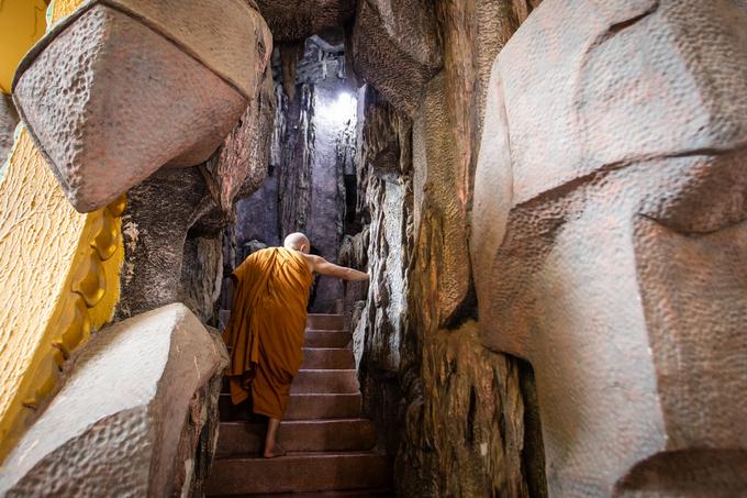 A Saigon pagoda truly open to sentient beings - no doors, no walls - 4