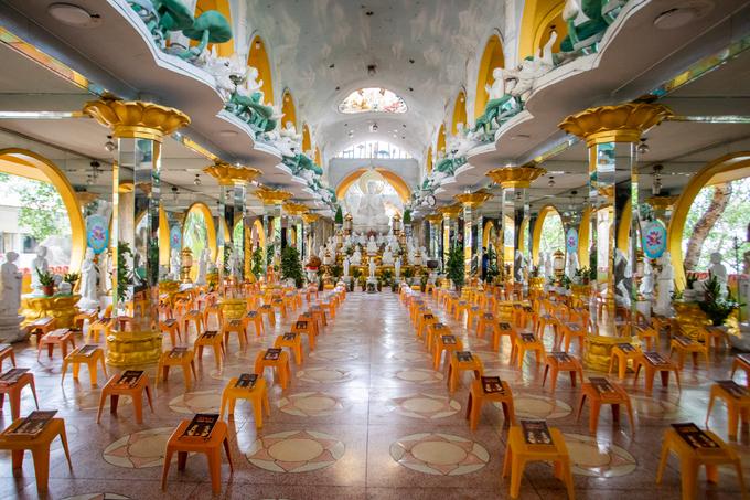 A Saigon pagoda truly open to sentient beings - no doors, no walls - 5