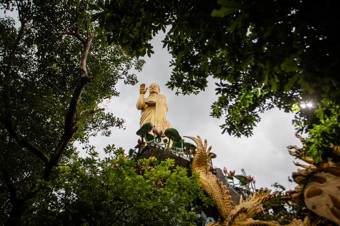 A Saigon pagoda truly open to sentient beings - no doors, no walls - 1