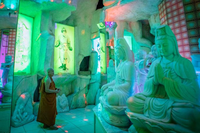 A Saigon pagoda truly open to sentient beings - no doors, no walls - 8