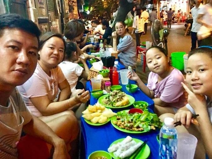 With 10 restaurants, the 100 meters long street Ngu Xa is Hanoispho cuonhub.Photo by VnExpress/Minh Huong.