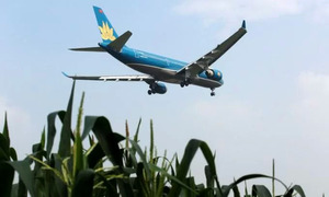 Vietnam Airlines reports lower H1 profit