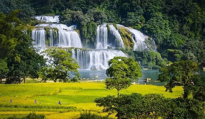 Ban Gioc Waterfall in Cao Bang Province near the border with China is one of the most beautiful sights in Vietnam. Photo by VnExpress/Thanh Tung