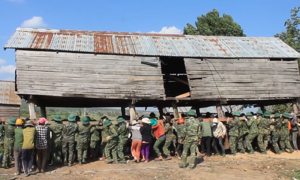 Soldiers, residents move 115 houses with bare hands