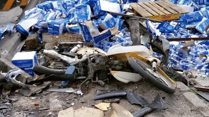 A motorbike is crushed by a truck in Hai Duong Province on the early morning of July 23, 2019. Photo by VnExpress/Giang Chinh.