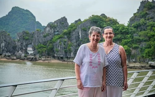 Lynne Ryan (L) and Louise Ellings on a cruise touring Lan Ha Bay. Photo courtersy of Era Cruise.