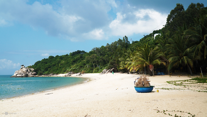 Sparsely populated Cham Islands offer a quiet, fun vacation - 1