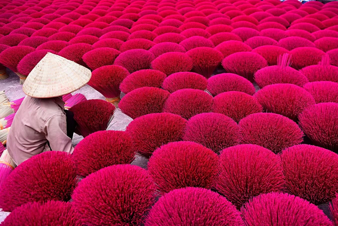 Hanoi incense village has blazed pink for 100 years and counting - 6