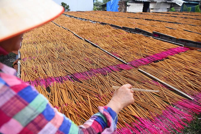 Hanoi incense village has blazed pink for 100 years and counting - 8