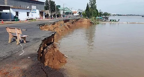 National highway section in Mekong Delta collapses into river