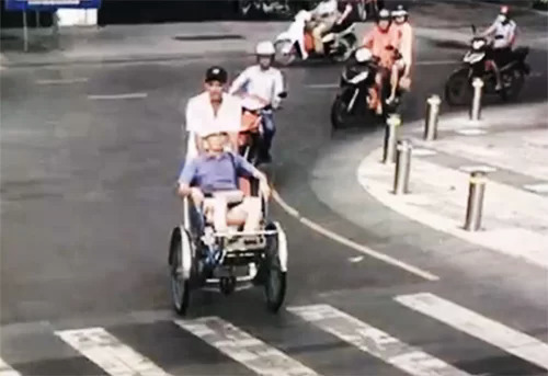 CCTV camera footage shows Pham Van Dung driving Japanese tourist Oki Toshiyuki in HCMC, August 3, 2019.