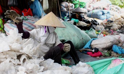 Near Hanoi, a village welcomes trash