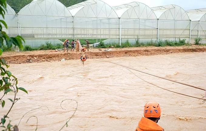 Inside Central Highlands flood rope rescue (unedited)