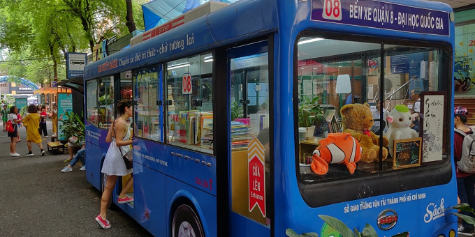 A bus is exhibited on the street as a bookstore. Photo by Nafi Wernsing.