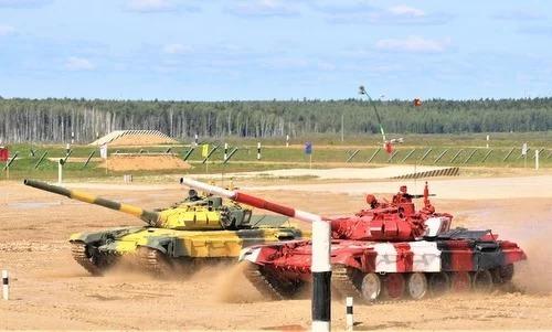 Vietnamese tank crew lead group at International Army Games semis