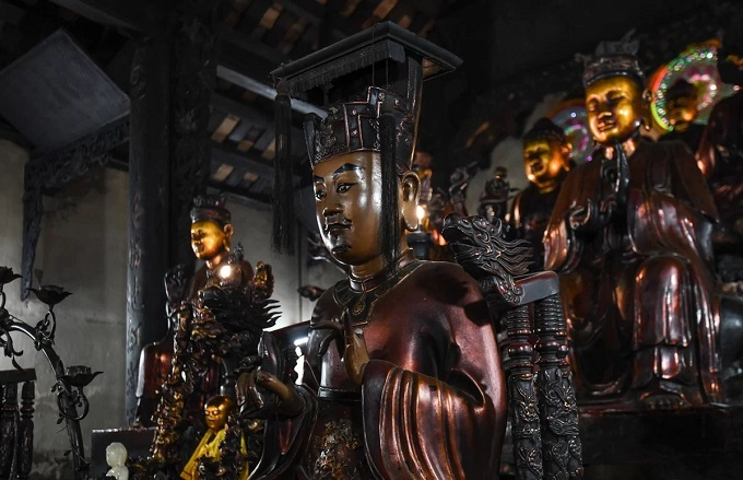 Buddhist faithful head for pagodas in Month of the Ghost - 9