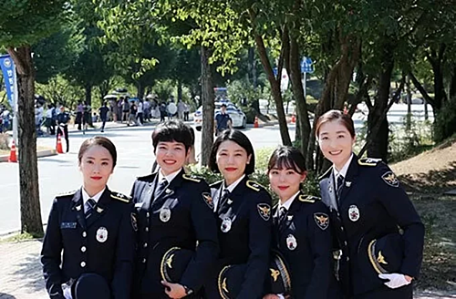 Nguyen Hong Minh, second from left, and her colleagues at Jangseong County Police Department, South Jeolla Province. Photo courtesy of Nguyen Hong Minh