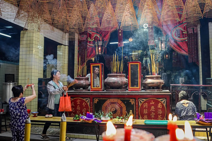 A Saigon temple hosts three religions in Taoist harmony - 3