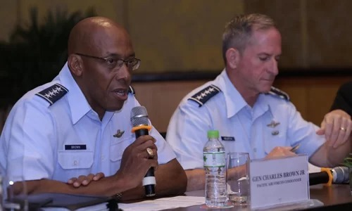 U.S. Air Force General Charles Brown Jr. (L) and Chief of Staff of the U.S. Air Force David Goldfein in a Hanoi press conference August 18, 2019. Photo by VnExpress/Ha Trung.