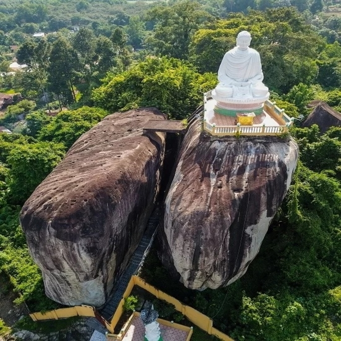 A pile of rocks in Dong Nai defy gravity for centuries - 3