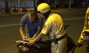 HCMC police campaign targets foreigners breaking traffic laws