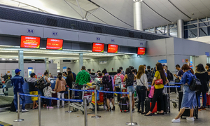 Cop banned from flying for fracas at Saigon airport