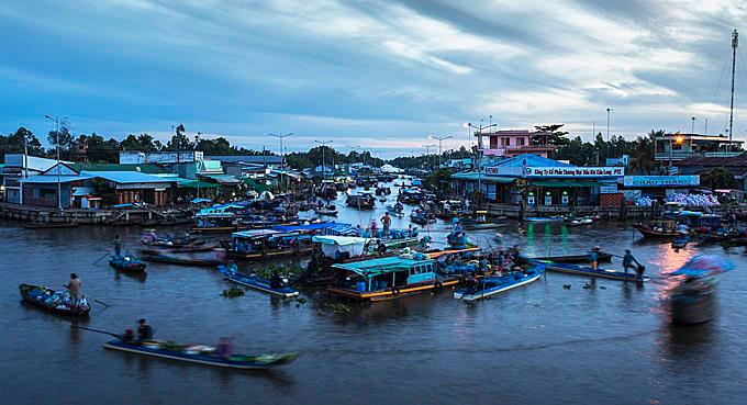 Khu chợ nổi nằm giữa 5 con sông ở miền Tây