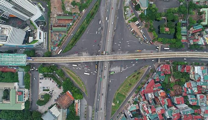 Diverging diamonds run across Hanois major traffic areas(unedited)
