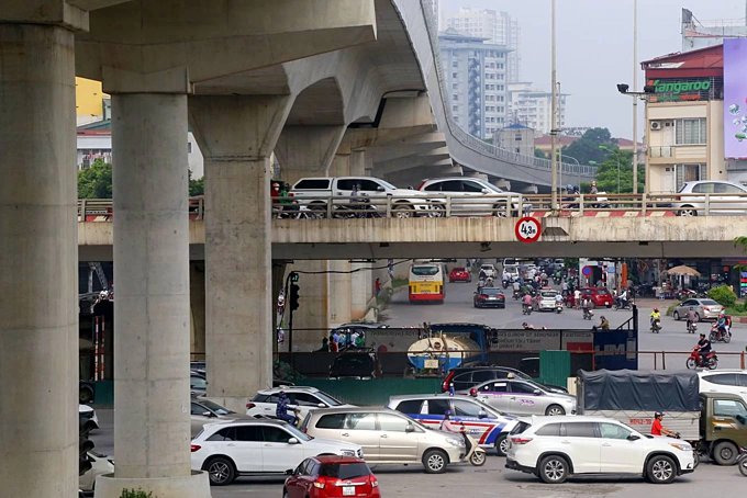 Four major interchanges with mutiple ramps in Hanoi