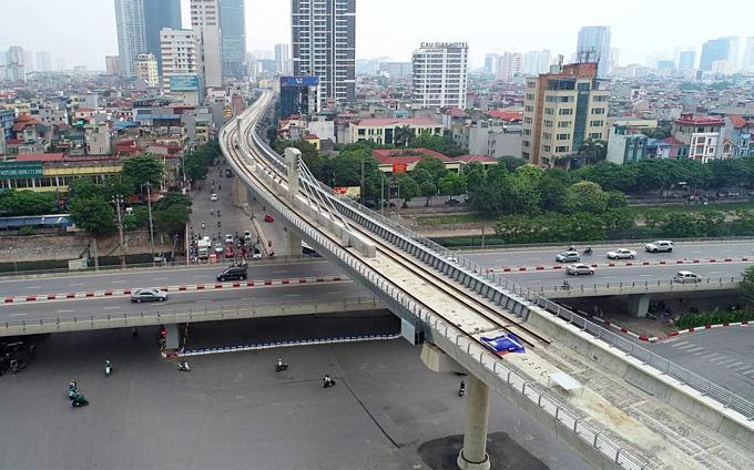 Diverging diamonds run across Hanois major traffic areas(unedited) - 2