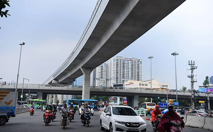 Diverging diamonds run across Hanois major traffic areas(unedited) - 3