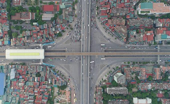 Diverging diamonds run across Hanois major traffic areas(unedited) - 4