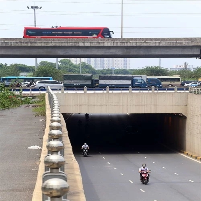 Diverging diamonds run across Hanois major traffic areas(unedited) - 6