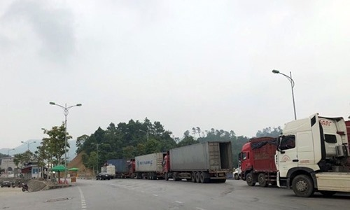 Container traffic resumes at Vietnam-China border
