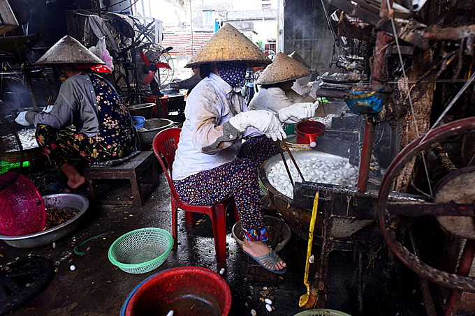 Northern Vietnam village spins a yarn - 5