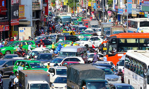 Saigon considers widening new road to airport