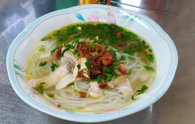 A bowl of pho ga at 14/5Bis Ky Dong, District 3, Ho Chi Minh City. Photo by Nafi Wernsing.