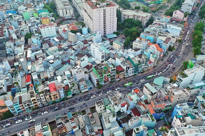 Saigons Kenh Te Bridge upgrade squeezes commuters tighter - 5